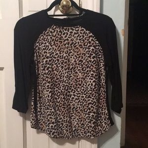 Black and animal print 3/4 sleeve blouse.🖤